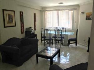Apartamento En Alquileren Maracaibo, Avenida Bella Vista, Venezuela, VE RAH: 19-20384