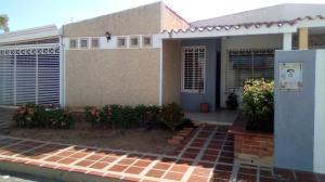 Townhouse En Alquileren Maracaibo, La Macandona, Venezuela, VE RAH: 19-20521