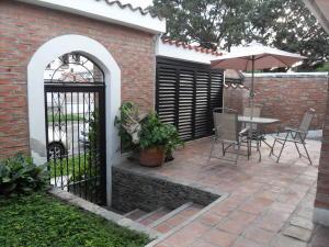 Casa En Ventaen Valencia, Trigal Norte, Venezuela, VE RAH: 20-27