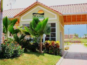 Apartamento En Ventaen Guatire, Alto Grande, Venezuela, VE RAH: 20-159