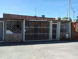 Casa En Ventaen Municipio Los Guayos, Paraparal, Venezuela, VE RAH: 20-362