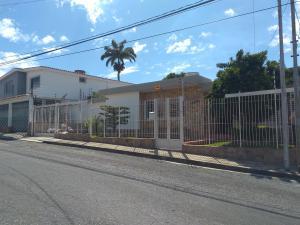 Casa En Ventaen Barquisimeto, Santa Elena, Venezuela, VE RAH: 20-175
