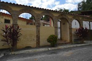 Casa En Ventaen Guatire, Valle Arriba, Venezuela, VE RAH: 20-231