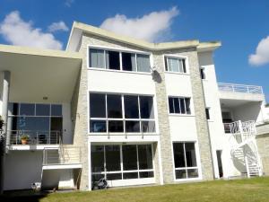 Casa En Ventaen San Antonio De Los Altos, Club De Campo, Venezuela, VE RAH: 20-219