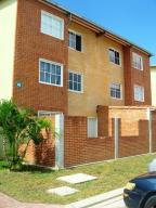 Apartamento En Ventaen Guatire, Alto Grande, Venezuela, VE RAH: 20-254
