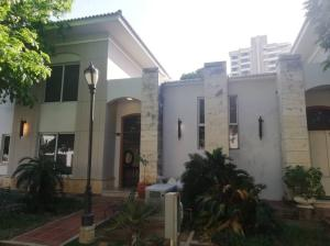 Townhouse En Alquileren Maracaibo, Virginia, Venezuela, VE RAH: 20-277