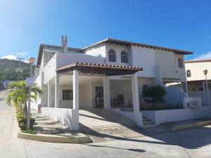 Townhouse En Ventaen Margarita, Los Robles, Venezuela, VE RAH: 20-302