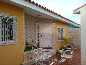 Casa En Ventaen Maracaibo, Santa Fe, Venezuela, VE RAH: 20-458