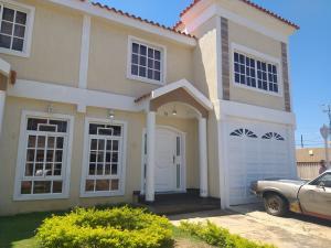 Townhouse En Alquileren Cabimas, Carretera H, Venezuela, VE RAH: 20-518
