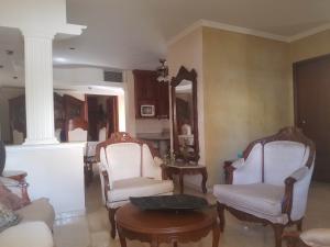 Townhouse En Ventaen Maracaibo, Fuerzas Armadas, Venezuela, VE RAH: 20-599