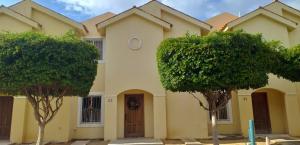 Townhouse En Ventaen Maracaibo, Avenida Milagro Norte, Venezuela, VE RAH: 20-633