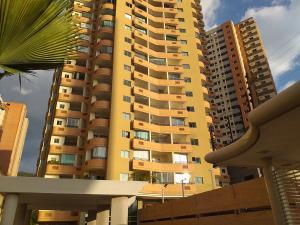 Apartamento En Ventaen Valencia, Las Chimeneas, Venezuela, VE RAH: 20-766