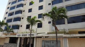 Apartamento En Ventaen Catia La Mar, Playa Grande, Venezuela, VE RAH: 20-833