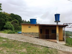Casa En Ventaen Los Teques, Los Teques, Venezuela, VE RAH: 20-990