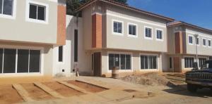 Townhouse En Ventaen Municipio San Francisco, Kilometro 4, Venezuela, VE RAH: 20-1003