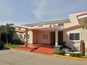 Townhouse En Ventaen Maracaibo, Doral Norte, Venezuela, VE RAH: 20-1210
