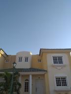 Townhouse En Ventaen Maracaibo, El Milagro Norte, Venezuela, VE RAH: 20-1381