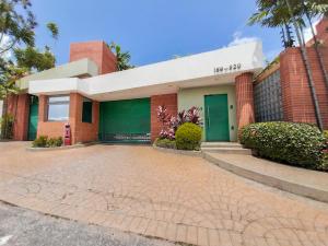 Townhouse En Ventaen Municipio Naguanagua, Manongo, Venezuela, VE RAH: 20-1431