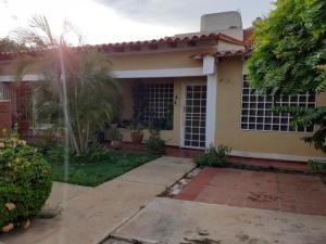 Townhouse En Ventaen Maracaibo, Lago Mar Beach, Venezuela, VE RAH: 20-1455