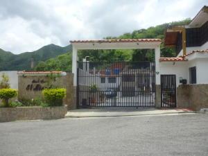 Casa En Ventaen Municipio San Diego, Altos De La Esmeralda, Venezuela, VE RAH: 20-1456