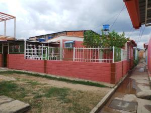 Casa En Ventaen Cagua, Prados De La Encrucijada, Venezuela, VE RAH: 20-1578