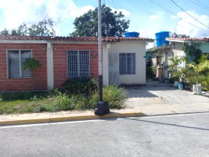 Casa En Ventaen Barquisimeto, Parroquia El Cuji, Venezuela, VE RAH: 20-1624