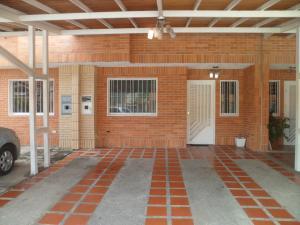 Townhouse En Ventaen Municipio San Diego, Sabana Del Medio, Venezuela, VE RAH: 20-1691