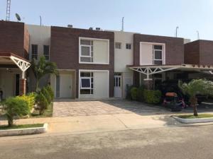 Townhouse En Ventaen Punto Fijo, El Cardon, Venezuela, VE RAH: 20-1937