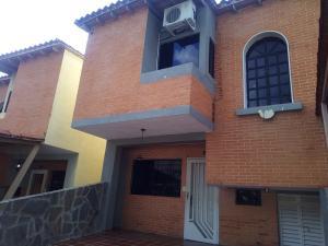 Townhouse En Ventaen Municipio San Diego, Aves De Paraíso, Venezuela, VE RAH: 20-1993