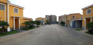 Casa En Ventaen Coro, Sector Bobare, Venezuela, VE RAH: 20-7525