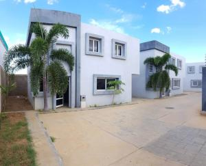 Casa En Ventaen Coro, Sector La Floresta, Venezuela, VE RAH: 20-7527