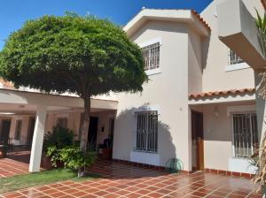 Townhouse En Alquileren Maracaibo, Monte Claro, Venezuela, VE RAH: 20-2263