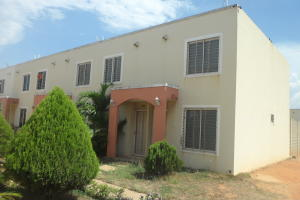 Townhouse En Ventaen Maracaibo, Via La Concepcion, Venezuela, VE RAH: 20-2284