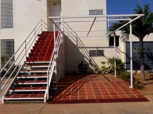 Apartamento En Ventaen Maracaibo, Avenida Goajira, Venezuela, VE RAH: 20-2395