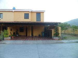 Townhouse En Ventaen Municipio San Diego, La Cumaca, Venezuela, VE RAH: 20-2420