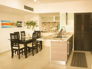 Apartamento En Ventaen Maracaibo, La Lago, Venezuela, VE RAH: 20-2492