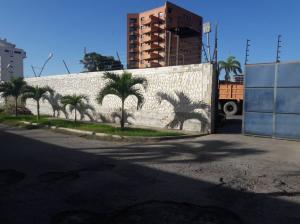 Terreno En Ventaen Parroquia Caraballeda, Caribe, Venezuela, VE RAH: 20-2690