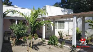 Casa En Ventaen Maracay, Santa Rita, Venezuela, VE RAH: 20-3305