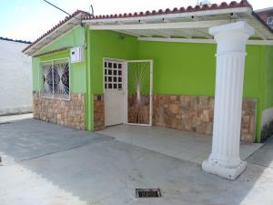 Casa En Ventaen Maracay, Santa Rita, Venezuela, VE RAH: 20-3369