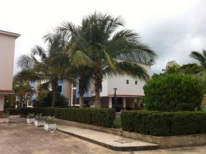 Apartamento En Ventaen Higuerote, Club Campestre El Paraiso, Venezuela, VE RAH: 20-3496