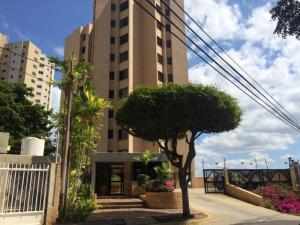 Apartamento En Alquileren Maracaibo, La Lago, Venezuela, VE RAH: 20-3536