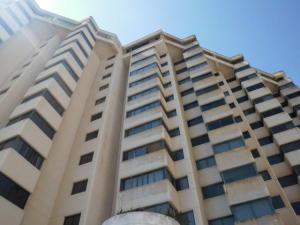 Apartamento En Ventaen Catia La Mar, Playa Grande, Venezuela, VE RAH: 20-3637