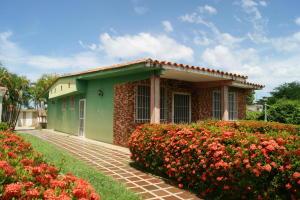 Casa En Ventaen Rio Chico, Las Mercedes De Paparo, Venezuela, VE RAH: 20-3722