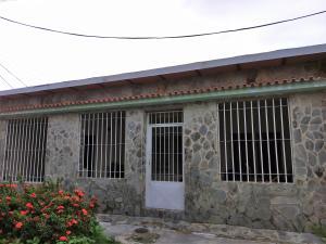 Casa En Ventaen Municipio Los Guayos, Paraparal, Venezuela, VE RAH: 20-3798