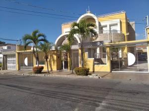 Casa En Ventaen Maracay, Andres Bello, Venezuela, VE RAH: 20-3867