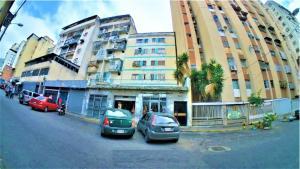Apartamento En Ventaen Caracas, Parroquia Altagracia, Venezuela, VE RAH: 20-3930