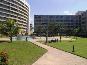 Apartamento En Ventaen Higuerote, Agua Sal, Venezuela, VE RAH: 20-3938