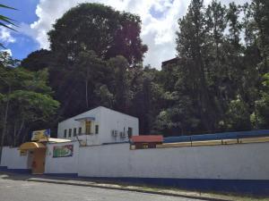 Casa En Ventaen Caracas, El Cafetal, Venezuela, VE RAH: 20-4124