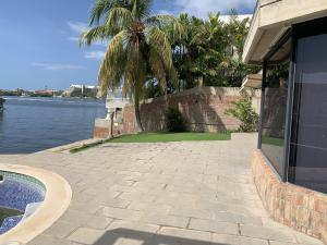Casa En Ventaen Lecheria, Las Villas, Venezuela, VE RAH: 20-4574
