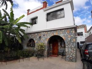 Casa En Ventaen Caracas, El Paraiso, Venezuela, VE RAH: 20-4105